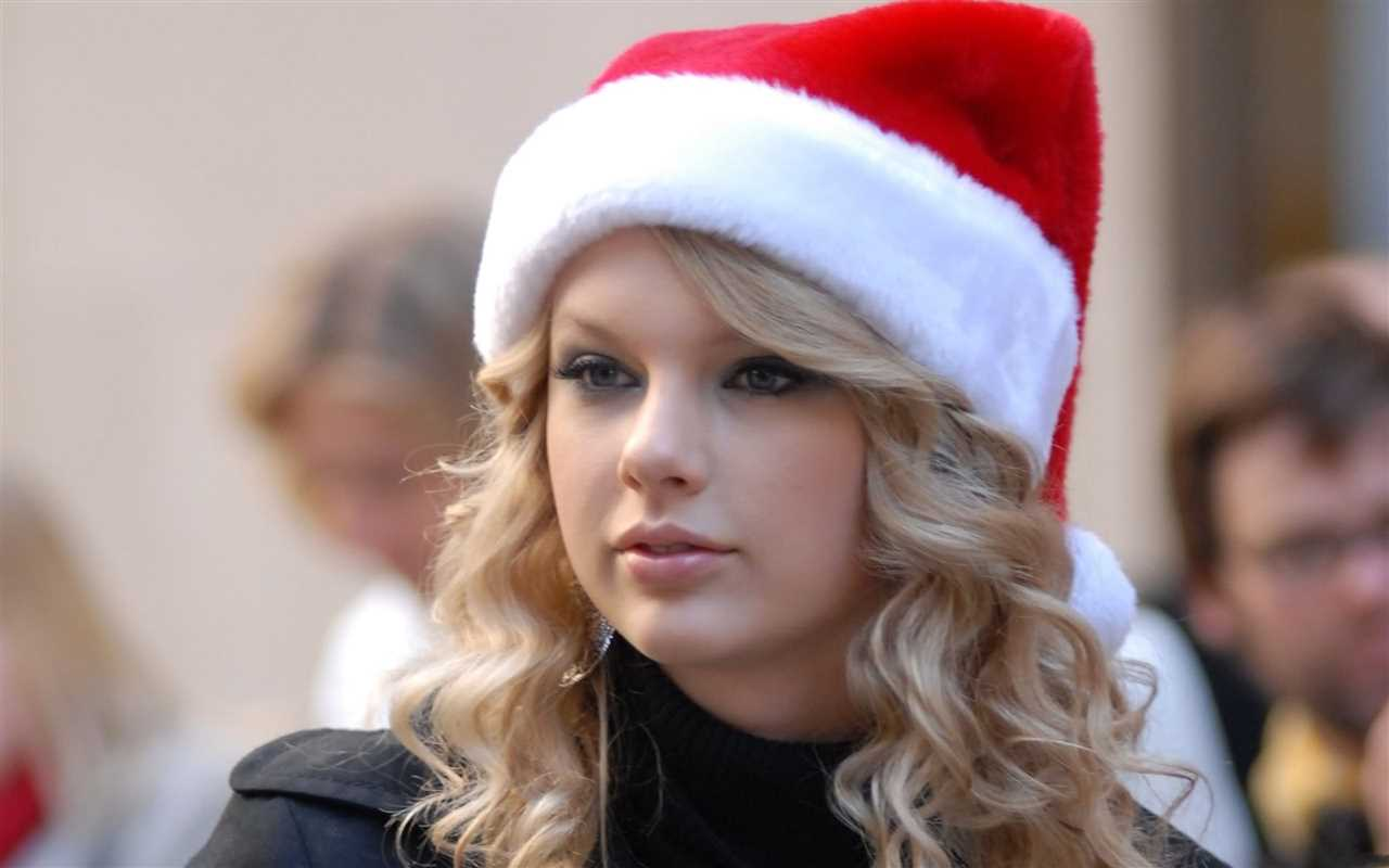 taylor-swift-christmas-hat