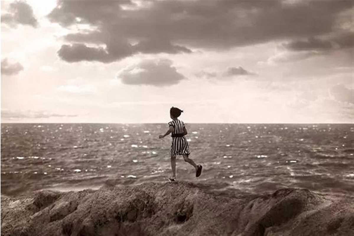 Ron powell girl at sea